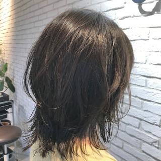 デジタルパーマ ひし形シルエット ミディアム アンニュイほつれヘア ヘアスタイルや髪型の写真・画像