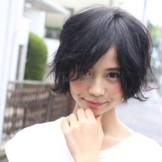 パーマ 黒髪 ショート 大人かわいい ヘアスタイルや髪型の写真・画像