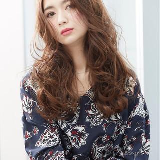 ラフ 外国人風 波ウェーブ ロング ヘアスタイルや髪型の写真・画像 ヘアスタイルや髪型の写真・画像
