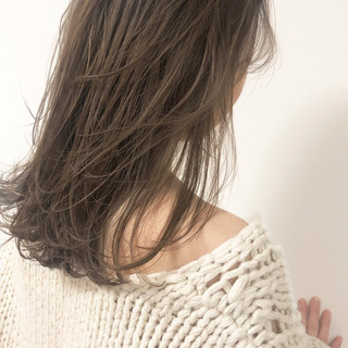 ナチュラル セミロング アンニュイほつれヘア アンニュイ ヘアスタイルや髪型の写真・画像