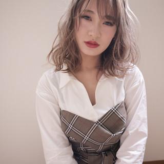ナチュラルベージュ 外国人風フェミニン 外国人風 ミディアム ヘアスタイルや髪型の写真・画像