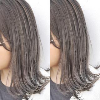 ミディアム ナチュラル 色気 斜め前髪 ヘアスタイルや髪型の写真・画像