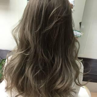 ロング アッシュグレージュ グレージュ ダブルカラー ヘアスタイルや髪型の写真・画像