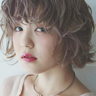 フェミニン ハイトーン アンニュイ 透明感 ヘアスタイルや髪型の写真・画像