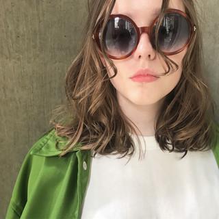 オフィス 透明感 ミディアム アウトドア ヘアスタイルや髪型の写真・画像