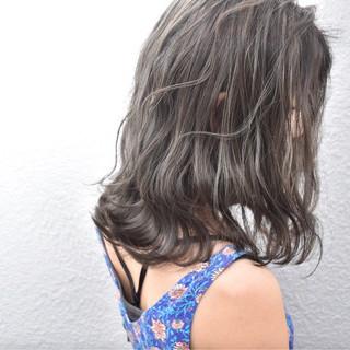 アッシュベージュ ミディアム 外国人風 ストリート ヘアスタイルや髪型の写真・画像