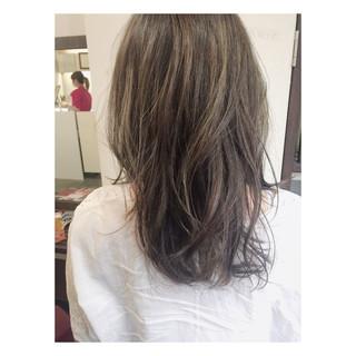 外国人風 黒髪 ナチュラル グレージュ ヘアスタイルや髪型の写真・画像