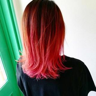 ミディアム ピンク ストリート ヘアカラー ヘアスタイルや髪型の写真・画像