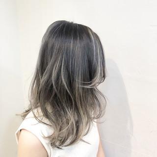 ナチュラル ハイライト バレイヤージュ ミディアム ヘアスタイルや髪型の写真・画像