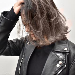 アッシュベージュ ストリート ハイライト ミディアム ヘアスタイルや髪型の写真・画像