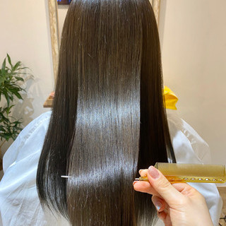 グレージュ オリーブグレージュ ロング ツヤ髪 ヘアスタイルや髪型の写真・画像
