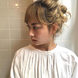 透明感カラー ショートヘア ブリーチカラー ミディアム ヘアスタイルや髪型の写真・画像