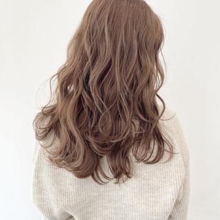 ダブルカラー ミルクティーベージュ ナチュラル ベージュ ヘアスタイルや髪型の写真・画像