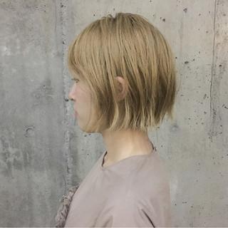 ショートボブ 切りっぱなし ストリート 外ハネ ヘアスタイルや髪型の写真・画像