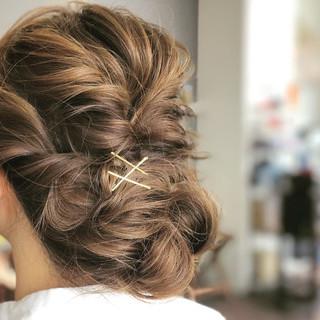 アッシュベージュ くるりんぱ ギブソンタック ヘアアレンジ ヘアスタイルや髪型の写真・画像 ヘアスタイルや髪型の写真・画像