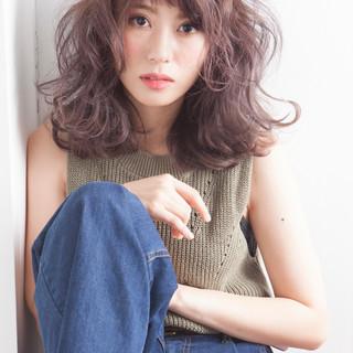 ゆるふわ 外ハネ ストリート フェミニン ヘアスタイルや髪型の写真・画像