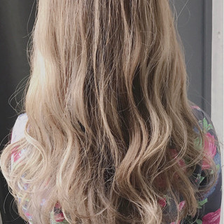 フェミニン ゆるふわ ロング ミルクティーベージュ ヘアスタイルや髪型の写真・画像