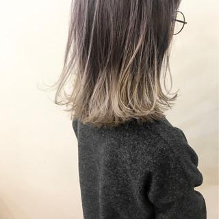 外ハネ アッシュ ミディアム ハイライト ヘアスタイルや髪型の写真・画像