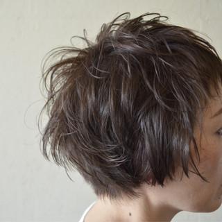 レイヤーカット ショート ウルフカット マッシュ ヘアスタイルや髪型の写真・画像