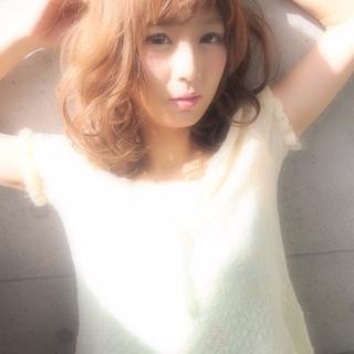 パーマ レイヤーカット ミディアム 夏 ヘアスタイルや髪型の写真・画像