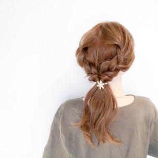 セミロング エレガント アウトドア 簡単ヘアアレンジ ヘアスタイルや髪型の写真・画像