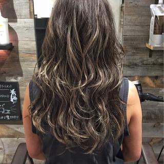 ハイライト グレージュ ストリート ロング ヘアスタイルや髪型の写真・画像