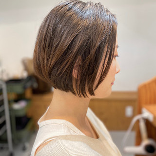 ショート 切りっぱなしボブ インナーカラー ショートヘア ヘアスタイルや髪型の写真・画像