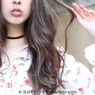 冬 ロング ハイライト 外国人風 ヘアスタイルや髪型の写真・画像