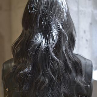 ナチュラル ゆるふわ アッシュ ロング ヘアスタイルや髪型の写真・画像