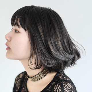 斜め前髪 インナーカラー ストリート リラックス ヘアスタイルや髪型の写真・画像