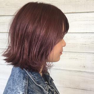 ミディアム ウェーブ パーマ ストリート ヘアスタイルや髪型の写真・画像