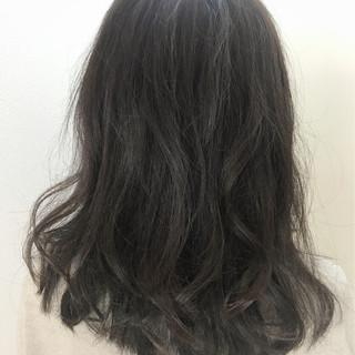 セミロング グレージュ 暗髪 アッシュグレージュ ヘアスタイルや髪型の写真・画像