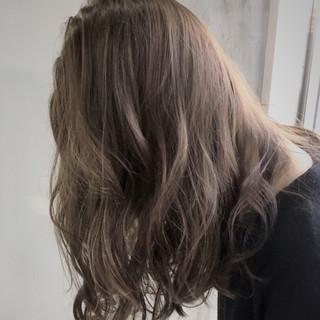 ミディアム ハイライト アッシュ パーマ ヘアスタイルや髪型の写真・画像