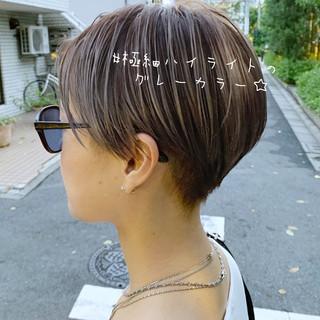 極細ハイライト インナーカラー ショート 大人ハイライト ヘアスタイルや髪型の写真・画像