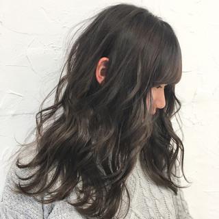 デート ミルクティー 大人かわいい 外国人風 ヘアスタイルや髪型の写真・画像 ヘアスタイルや髪型の写真・画像