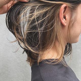 ミディアム ミニボブ インナーカラー 切りっぱなしボブ ヘアスタイルや髪型の写真・画像