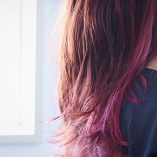 ナチュラル ロング インナーカラーレッド インナーカラーパープル ヘアスタイルや髪型の写真・画像