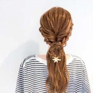 ヘアアレンジ アウトドア 簡単ヘアアレンジ フェミニン ヘアスタイルや髪型の写真・画像