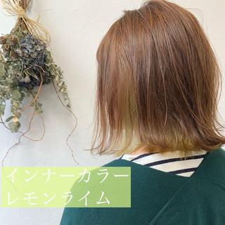 ミディアム インナーカラー ミニボブ 切りっぱなしボブ ヘアスタイルや髪型の写真・画像