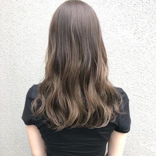 ロング ナチュラル グレージュ グラデーションカラー ヘアスタイルや髪型の写真・画像