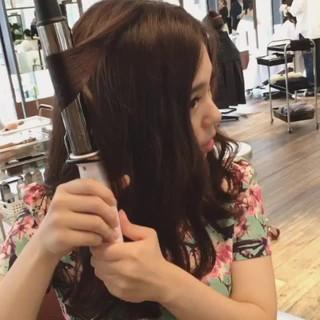 巻き髪 セミロング ストリート 外国人風 ヘアスタイルや髪型の写真・画像