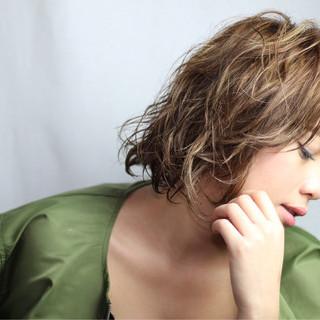 ハイライト パーマ 外国人風 うざバング ヘアスタイルや髪型の写真・画像