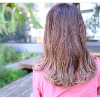 外国人風 グラデーションカラー セミロング 前髪あり ヘアスタイルや髪型の写真・画像