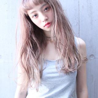 ピュア ハイライト くせ毛風 ナチュラル ヘアスタイルや髪型の写真・画像