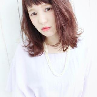 ピンク オン眉 ロブ フェミニン ヘアスタイルや髪型の写真・画像