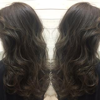 グラデーションカラー 暗髪 ハイライト セミロング ヘアスタイルや髪型の写真・画像