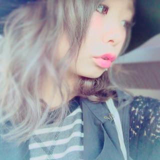 ミディアム アッシュグレー グレーアッシュ 外国人風 ヘアスタイルや髪型の写真・画像