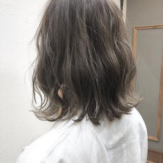 グレージュ ショート女子 ミルクティーグレージュ ボブ ヘアスタイルや髪型の写真・画像