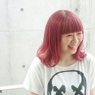 ハイトーン ミディアム レッド ピンク ヘアスタイルや髪型の写真・画像