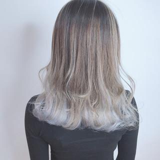 セミロング ホワイトカラー 外国人風カラー ブリーチカラー ヘアスタイルや髪型の写真・画像 ヘアスタイルや髪型の写真・画像